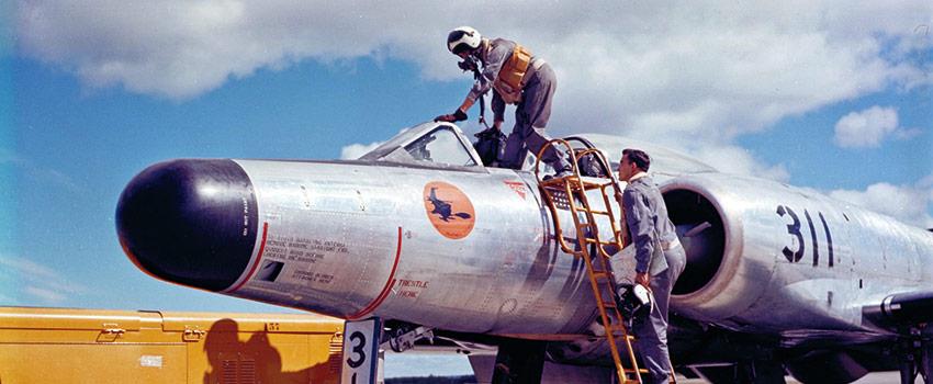 CF100-04_xs